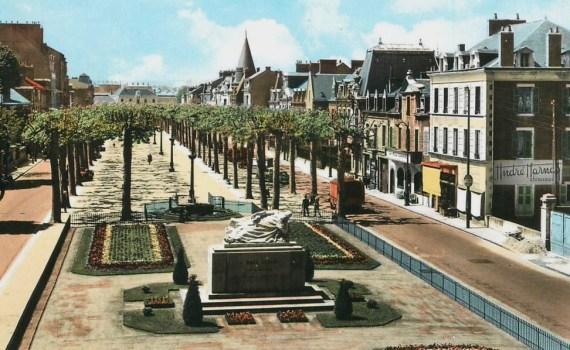 L'avenue Marx Dormoy avec la statue inaugurée en 1948