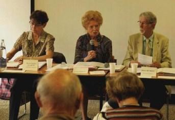 Ginette Briant (au centre) présidente de l'Alliance Française de Vichy