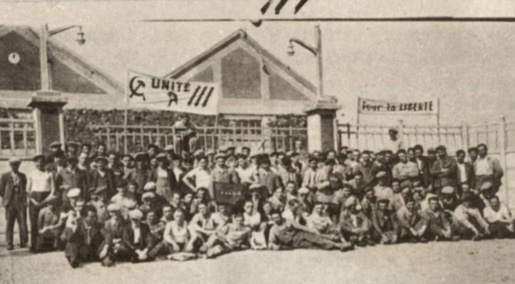 307-mai-1936-ouvriers-devant-usine