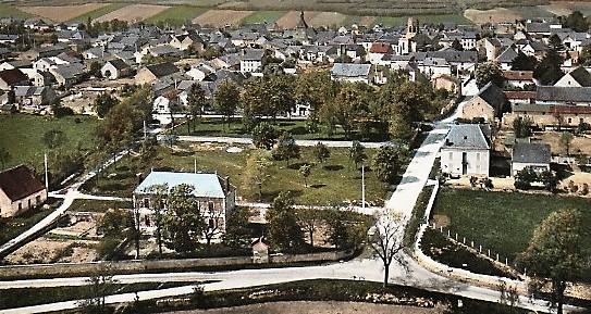 597_001_df-03-allier-charroux-dallier-vue-generale-aerienne-circulee-en-1969