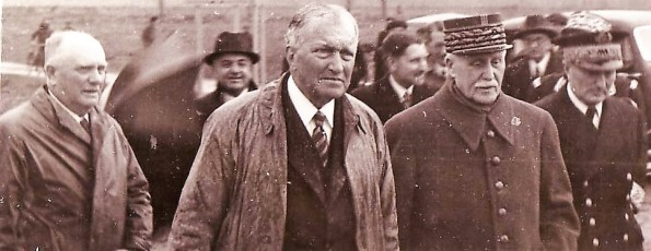 photo 21 Jean Pétavy et le maréchal Pétain 1er mai 1941